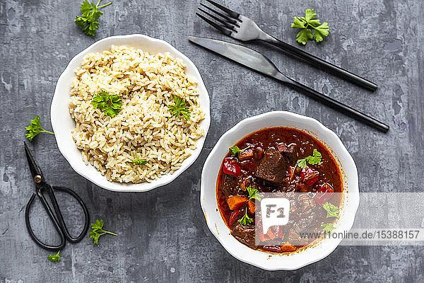 Vegetarian goulash with jackfruit and rice