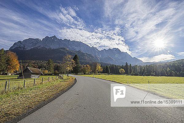 Deutschland  Garmisch-Partenkirchen  Grainau  Blick auf das Wettersteingebirge mit Waxenstein
