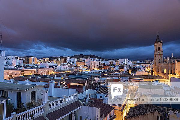 Spanien  Malaga  Parroquia San Pablo vor Sonnenaufgang im Zentrum von Malaga