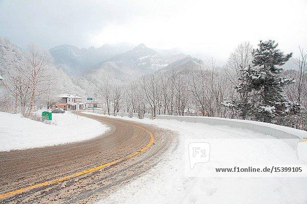 Shaanxi Qinling Schneereichtum Highway