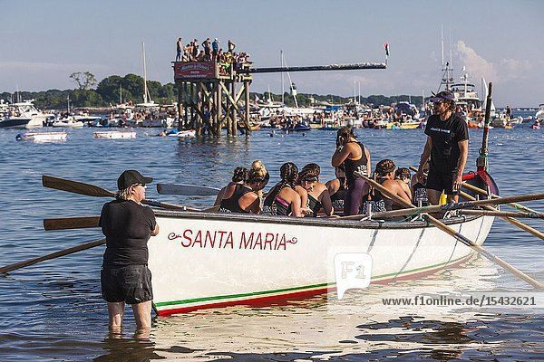 USA  New England  Massachusetts  Cape Ann  Gloucester  Saint Peters Fiesta  Traditional Italian Fishing Community Festival  Seine Boat rowing competition  NR.