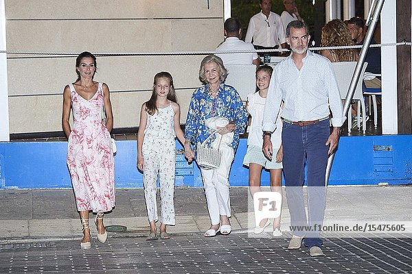 Queen Letizia of Spain  Crown Princess Leonor  The former Queen Sofia  Princess Sofia  King Felipe VI of Spain leave Ola de Mar restaurant after dinner on August 4  2019 in Palma  Spain