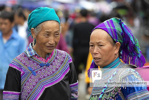 Flowers Hmong (hill tribe)  women at the sunday market  Bac Ha  Lao Cai Province  Vietnam  Asia.