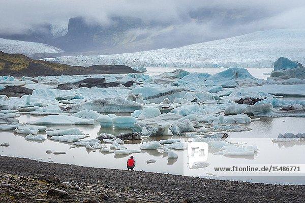 Fjallsarlon glacier lake at the south end of the Vatnajokull glacier in southeast part of Iceland.