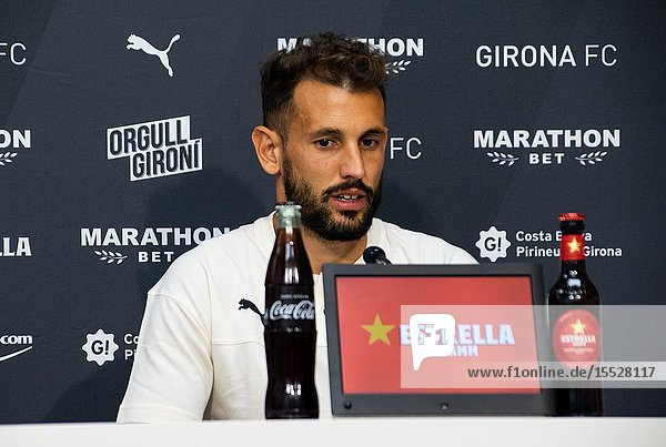August 30  2019 - Cristhian Stuani  the main striker of Girona FC  has renewed for 4 more years  until 2023. This evening the official act was held in Montilivi.