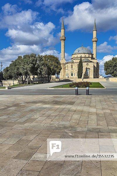Sahidlar Xiyabani Mosque  Mosque of the Martyrs  Shahids Mosque  Baku  Azerbaijan.