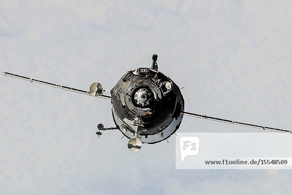 The Soyuz TMA-10M spacecraft approaches the International Space Station  carrying Expedition 37 Soyuz Commander Oleg Kotov  NASA Flight Engineer Michael Hopkins and Russian Flight Engineer Sergey Ryazanskiy. The Soyuz docked to the Poisk Mini-Research Module 2 (MRM2) at 10:45 p.m. (EDT) on Sept. 25  2013.