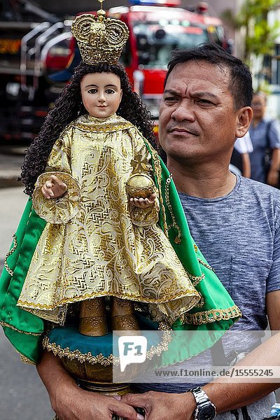 Local People Wait With Their Santo Nino Statues For The Arrival By Sea Of The Replica Santo Nino De Cebu  The Fluvial Procession  Dinagyang Festival  Iloilo  Panay Island  The Philippines.