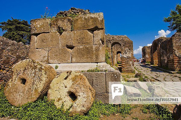 Millstones  Excavations of Pompeii  was an ancient Roman town destroyed by volcan Mount Vesuvius  Pompei  comune of Pompei  Campania  Italy  Europe.