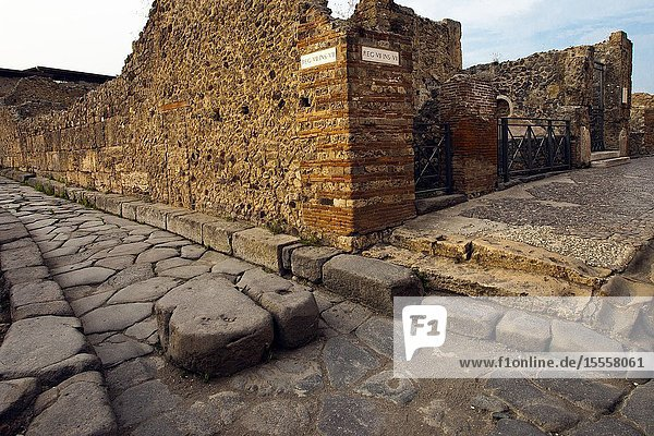Pavement stones  Excavations of Pompeii  was an ancient Roman town destroyed by volcan Mount Vesuvius  Pompei  comune of Pompei  Campania  Italy  Europe.