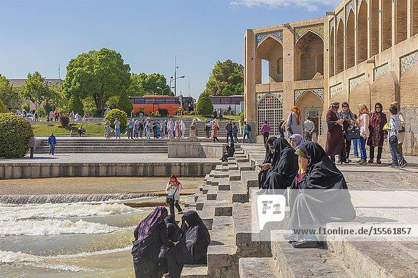 Khaju Bridge  17th century  Zayanderud river  Isfahan  Isfahan Province  Iran.
