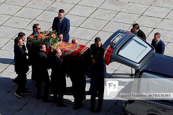 Family of Dictator attends to the Exhumation of the body of Francisco Franco at Catholic Basilica of the Valley of the Fallen on October 24  2019 in San Lorenzo de El Escoria  Spain.The family carriage de rest of Francisco Franco to the Puma Helicopter..The body of dictator Gen. Francisco Franco has been exhumed from the grandiose mausoleum at the Valley of the Fallen before being transferred to cemeteryof Mingorrubio in a Pantheon next to the mortal remains of his wife  Carmen Polo.