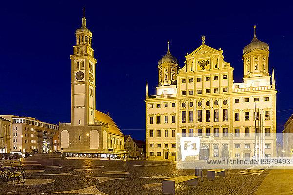 Deutschland  Bayern  Augsburg  Rathaus und Perlachturm zur blauen Stunde
