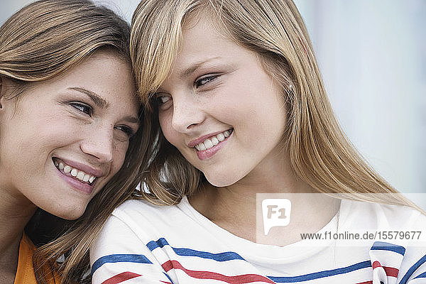 Germany  Cologne  Young woman face to face  smiling
