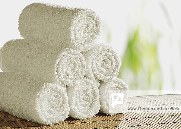 Ansicht der weißen gerollten Handtücher