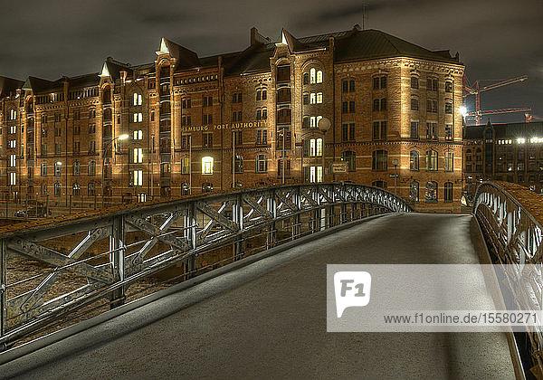 Deutschland  Hamburg  Historisches Lagerhaus am Abend