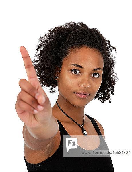 Bildnis einer jungen Frau mit wedelndem Finger