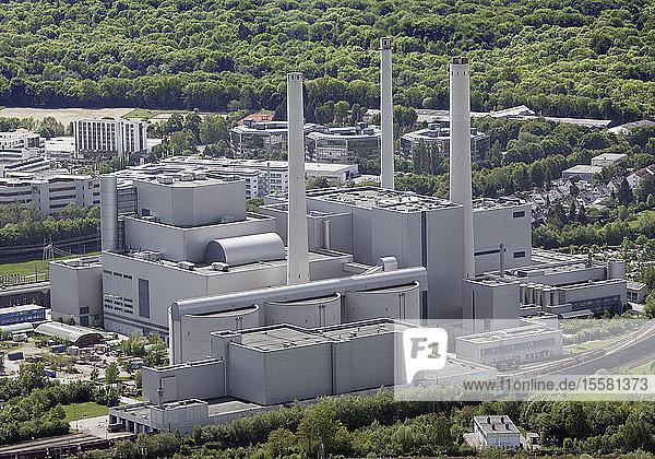 Deutschland,  München,  Blick auf Kraftwerk mit Schornstein