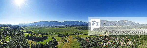 Panoramablick auf das Murnauer Moos in Oberbayern  Deutschland