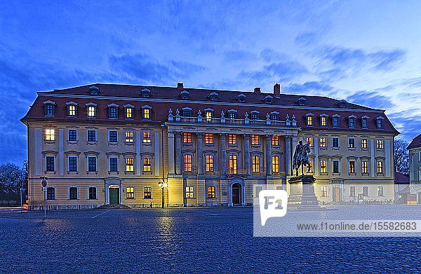 Deutschland  Thüringen  Weimar  Anna-Amalia-Bibliothek zur blauen Stunde