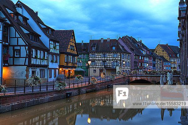 Frankreich  Elsass  Colmar  Altstadt  Petite Venise am Abend