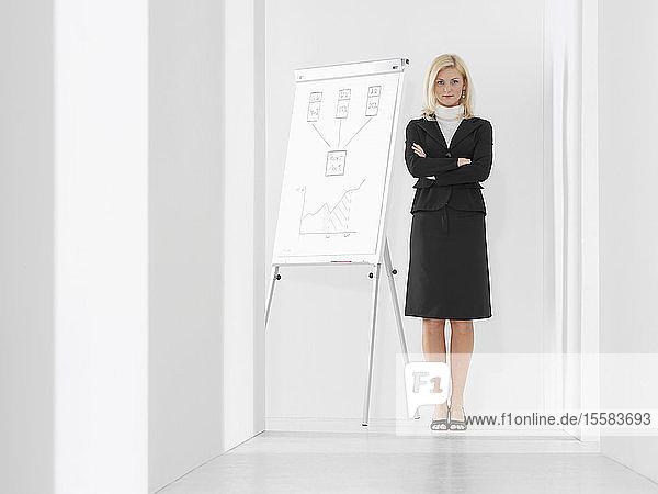 Geschäftsfrau bereit zur Präsentation  Porträt