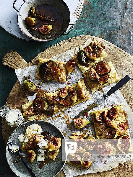 Pieces of figs on crackers served on cutting board