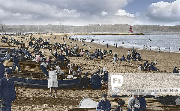 South Shields beach with tourists on holiday  circa 1900  Victorian; South Shields  Tyne and Wear  England