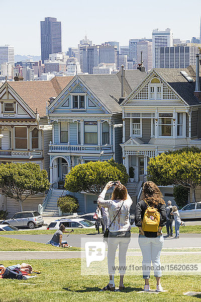In American architecture  painted ladies are Victorian and Edwardian houses and buildings repainted  starting in the 1960s  in three or more colors that embellish or enhance their architectural details