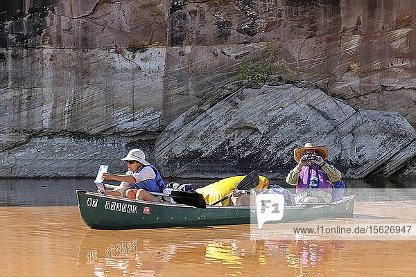 Paar Kanufahren auf dem Green River im Canyonlands National Park  Utah