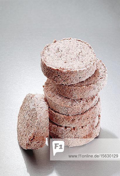 Gestapelte tiefgefrorene Hamburger Patties
