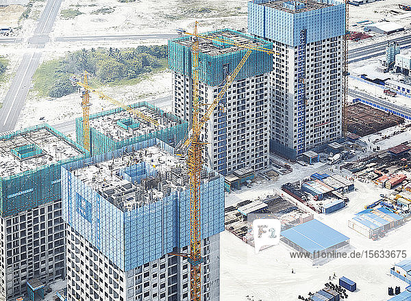 Blick auf eine Baustelle im Winter durch ein Flugzeugfenster  Malè  Malediven