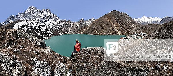 Woman looking at Goykyo Lake  Himalayas  Solo Khumbu  Nepal