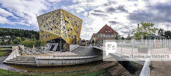 Aussenansicht des Forum Gold und Silber Haus gegen den Himmel  Baden-Württemberg  Deutschland
