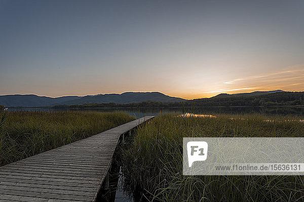 Estany de Banyoles-See am Abend  Gerona  Spanien