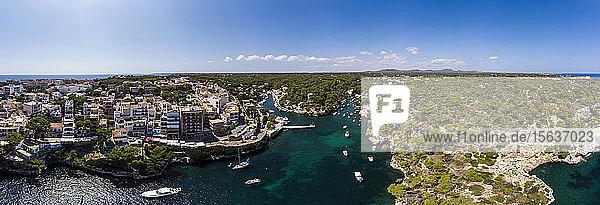 Spanien  Balearen  Mallorca  Luftaufnahme der Bucht Cala Figuera und Calo d'en Busques mit Port de Cala Figuera