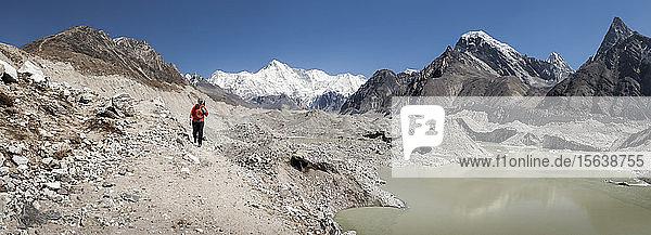 Frauentrekking in der Nähe der Gokyo-Seen  Himalaja  Solo Khumbu  Nepal