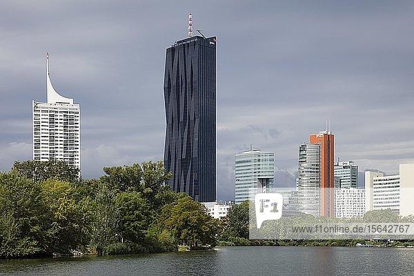 Donaucity  vorne Kaiserwasser  Wien  Österreich  Europa