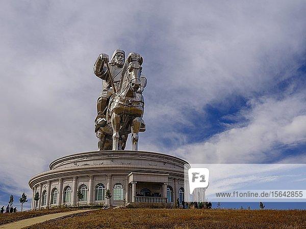 Dschingis Khan Reiterstandbild  Dschingis Khan Themenpark  Chinggis Khaan Statue Complex  Tsonjin Boldog  Mongolei  Asien