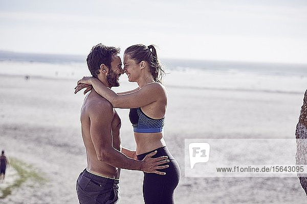 Junges Paar am Strand  Südafrika