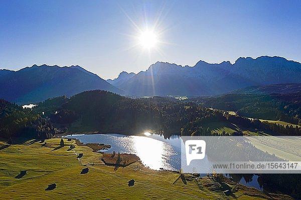 Luftaufnahme Geroldsee  auch Wagenbrüchsee  mit Karwendel  Krün  Werdenfelser Land  Oberbayern  Bayern  Deutschland  Europa
