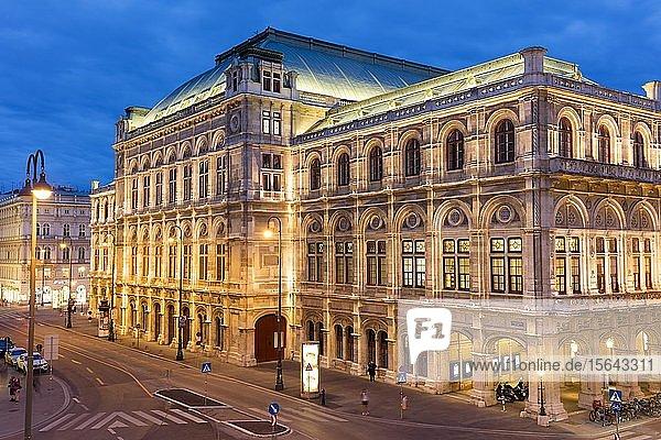 Staatsoper  Nachtaufnahme  Wien  Österreich  Europa
