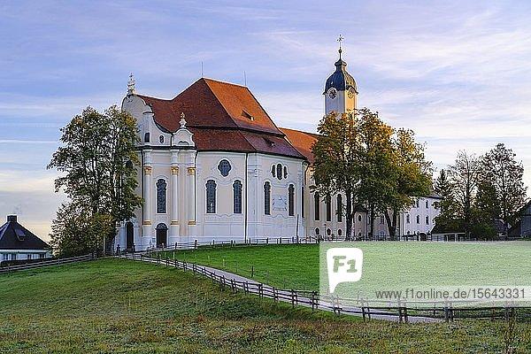 Wieskirche im Morgenlicht  Wallfahrtskirche zum Gegeißelten Heiland auf der Wies  Wies  bei Steingaden  Pfaffenwinkel  Oberbayern  Bayern  Deutschland  Europa