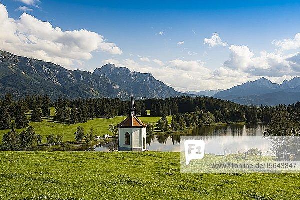 Kapelle am Hegratsrieder See  bei Füssen  Ostallgäu  Allgäu  Bayern  Deutschland  Europa