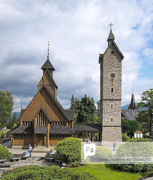 Romanische Stabkirche Wang mit Glockenturm  Krummhübel  Karpacz  Riesengebirge  Polen  Europa