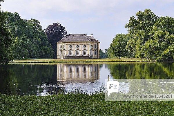 Badenburg und Badenburger See  Schlosspark Nymphenburg  München  Oberbayern  Bayern  Deutschland  Europa