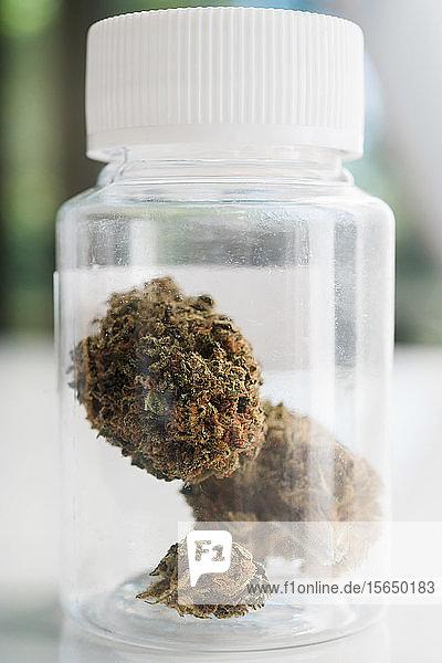 Medizinisches Marihuana in der Flasche