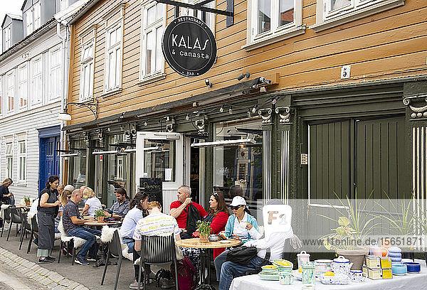 An outdoor cafe in the Mollenberg district of Trondheim  Trondelag  Norway  Scandinavia  Europe