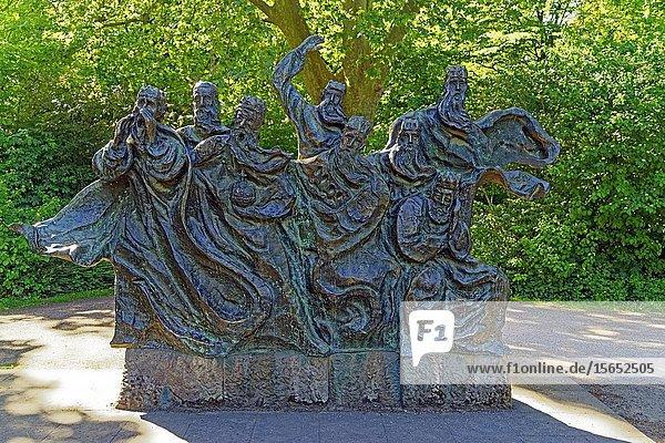 Bronze statue Faehrmann hol ueber  Domgarten  Speyer  Rhineland-Palatinate  Germany  Europe