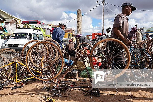 Weekly market at Behenjy  famous for duck foie gras  Antsirabe  Central Madagascar